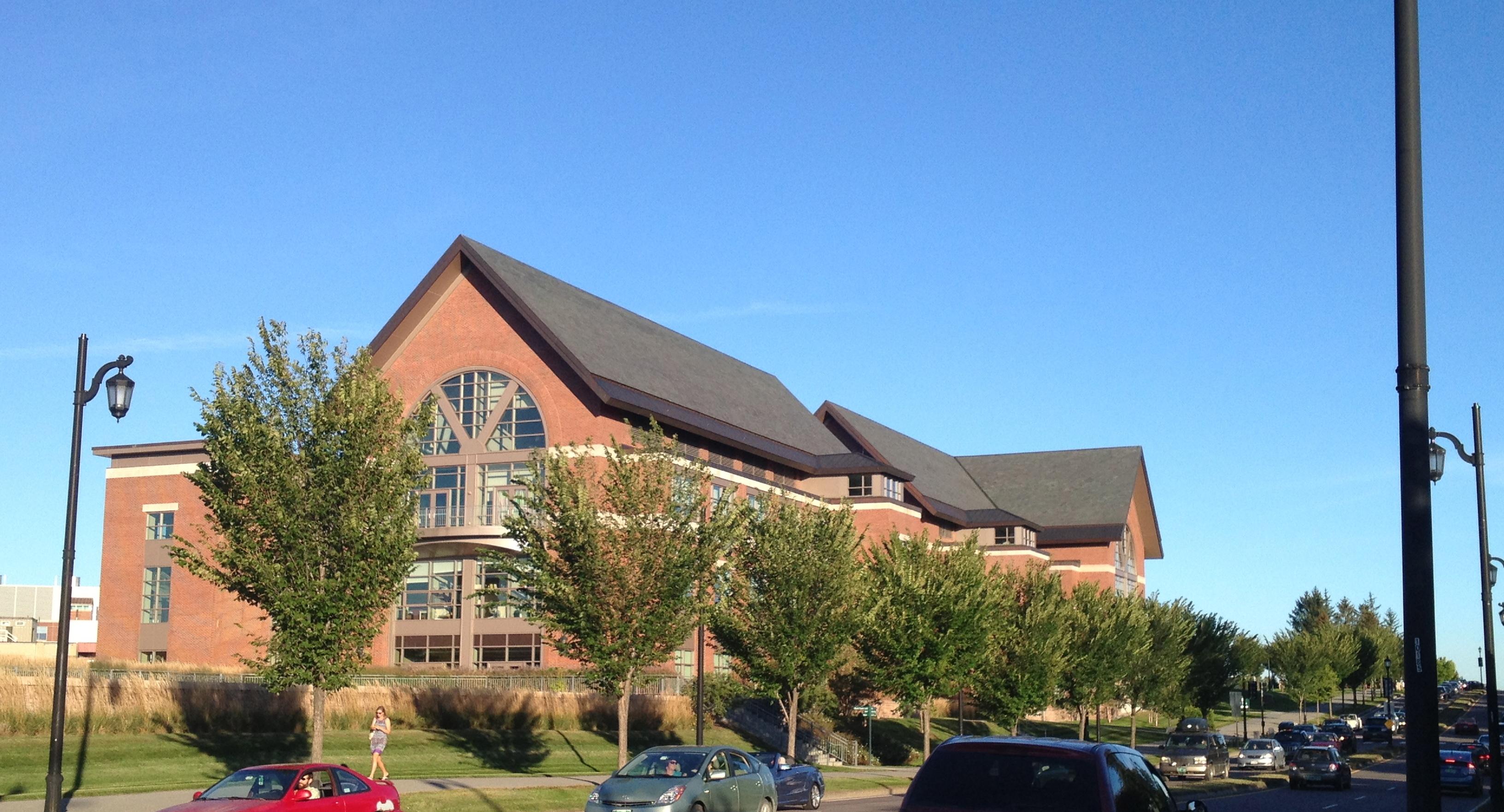 Omeka@CTL | UVM Tree Profiles : American Elm : UVM Campus